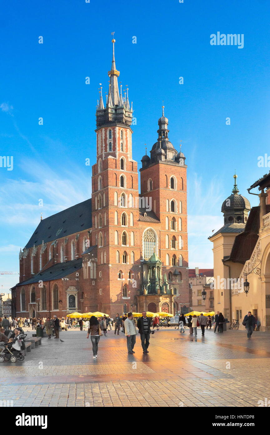 Cracovie - St Mary's Church, de la place du marché, Pologne Photo Stock