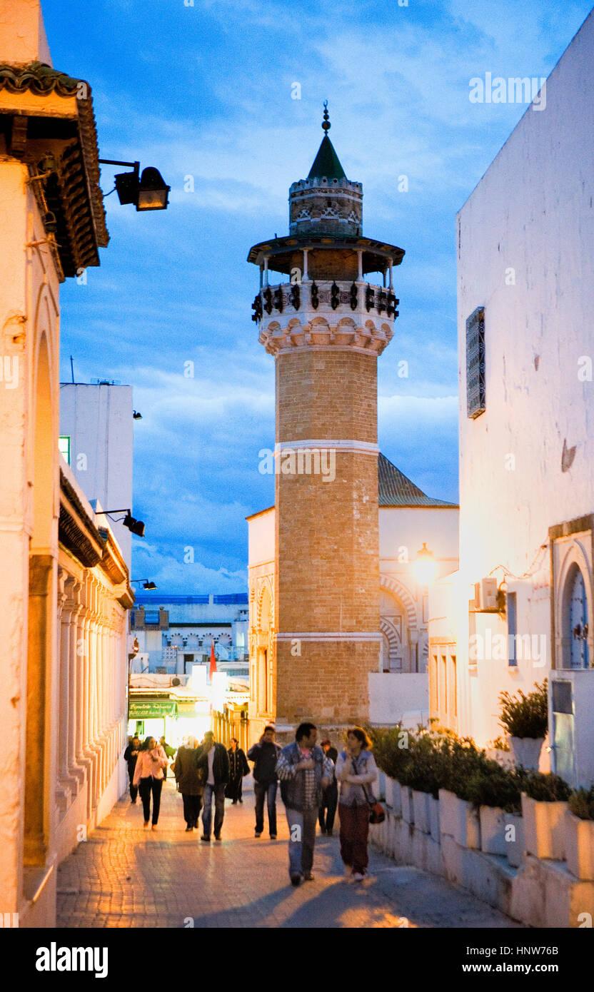 Tunisie: ville de tunis.medina. rue sidi ben ziad mosquée Sidi Youssef. Photo Stock