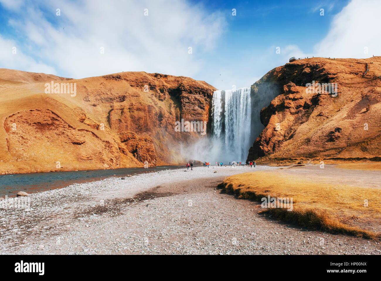 Grande cascade Skogafoss dans sud de l'Islande près de Photo Stock
