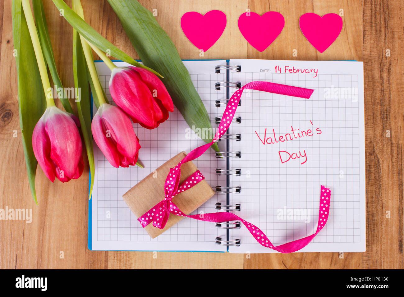 cadeaux de la Saint-Valentin pour la nouvelle datation le faire ou le casser Lauren et Carter brancher