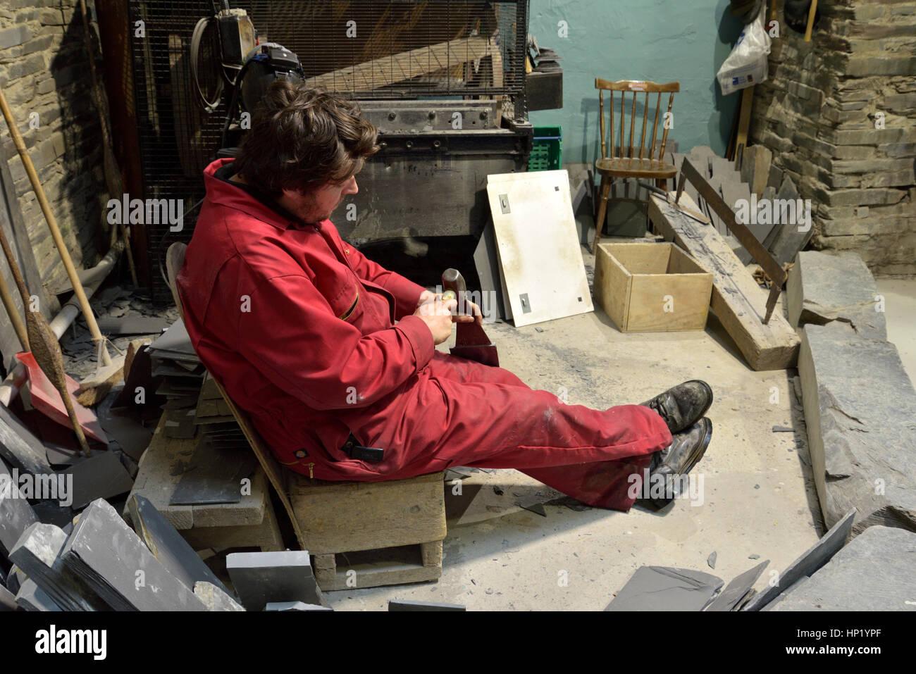L'extraction de l'ardoise, une démonstration d'un éclatement de l'Ardoise Photo Stock