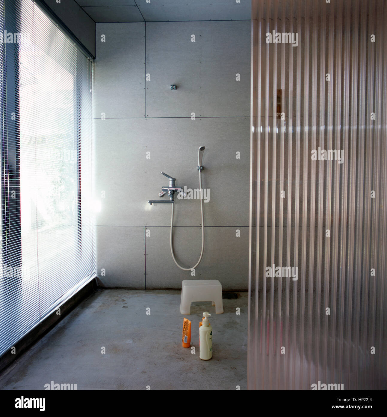 Salle De Bain Japonais ~ salle de douche dans une salle de bains japonais banque d images