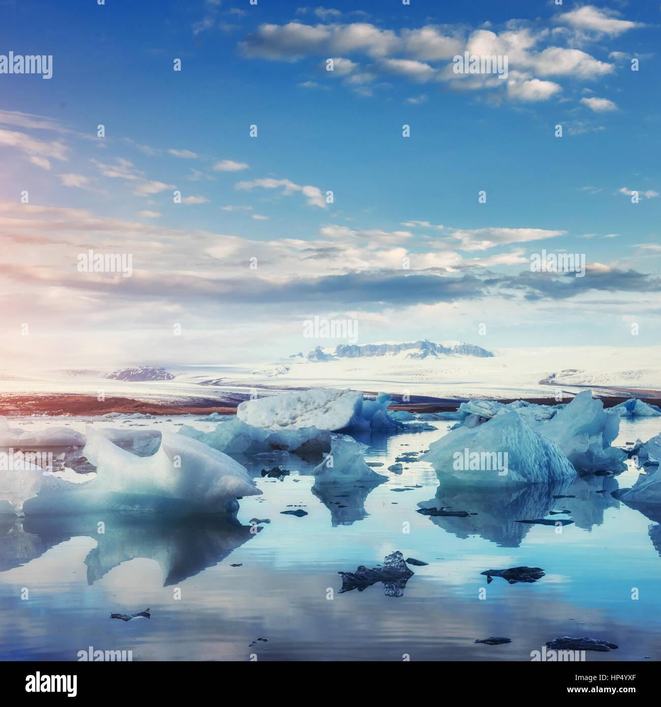 Glacier jökulsárlón lagoon, magnifique coucher de soleil sur la plage noire, Photo Stock