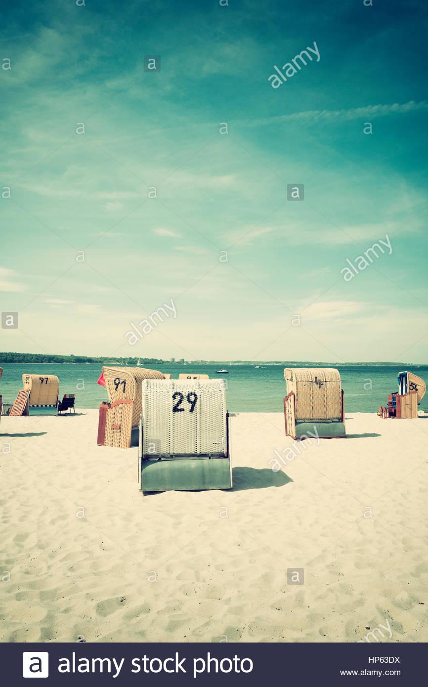 Chaises de plage couverte d'été siège panier nostalgique Photo Stock