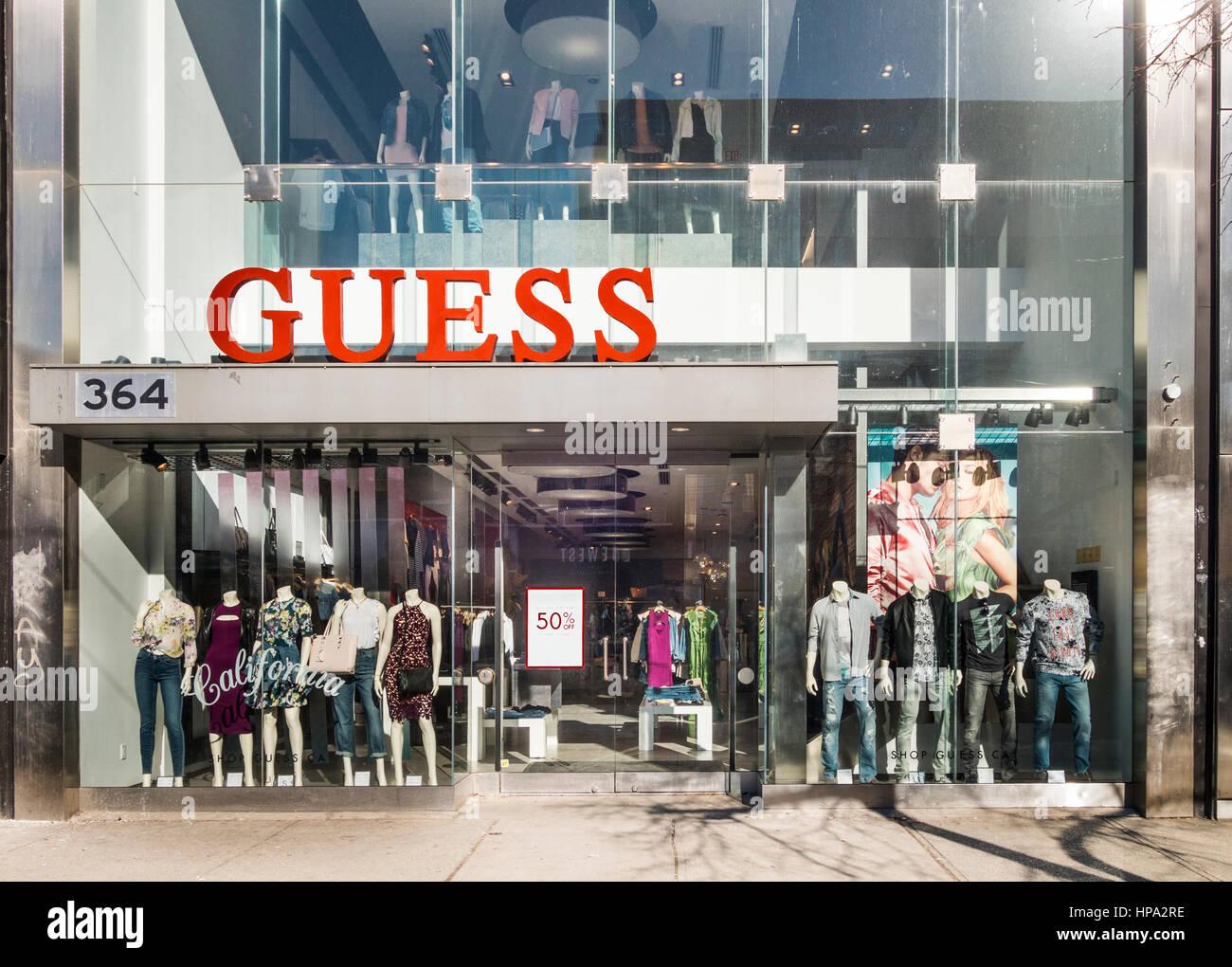 d7651dfb90 Magasin de vêtements Guess sur la rue Queen Ouest à Toronto, Ontario,  Canada Photo