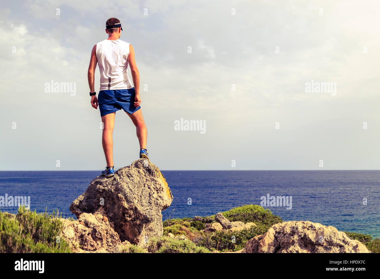 Happy trail runner, le succès d'exécution ou de réalisation du concept d'entreprise réalisation Photo Stock