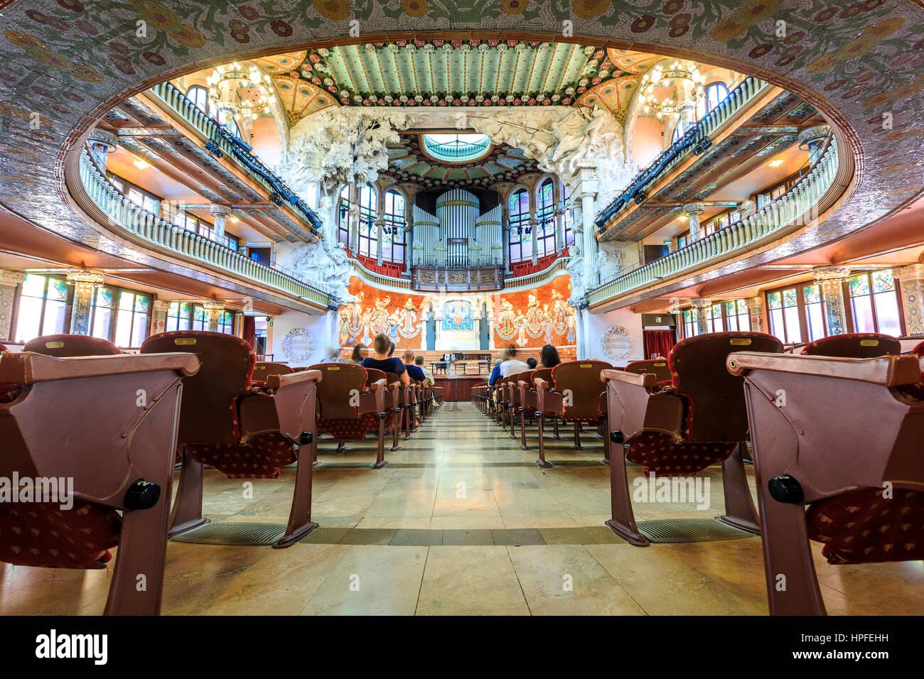 salle de concert dans la maison de la musique de antonio gaudi barcelone espagne banque d. Black Bedroom Furniture Sets. Home Design Ideas