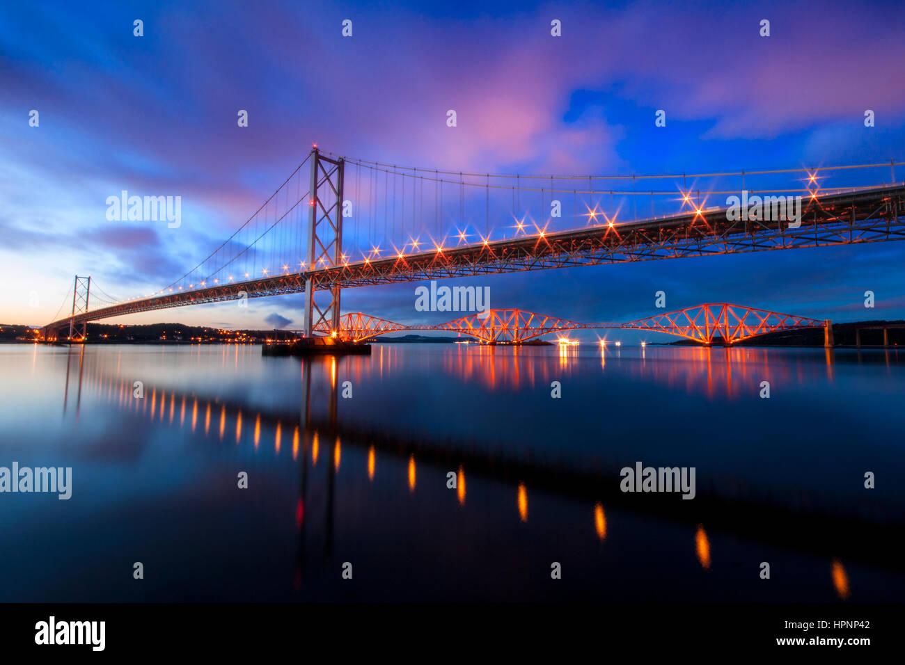 Le pont ferroviaire de Forth Road et Southqueensferry Photo Stock