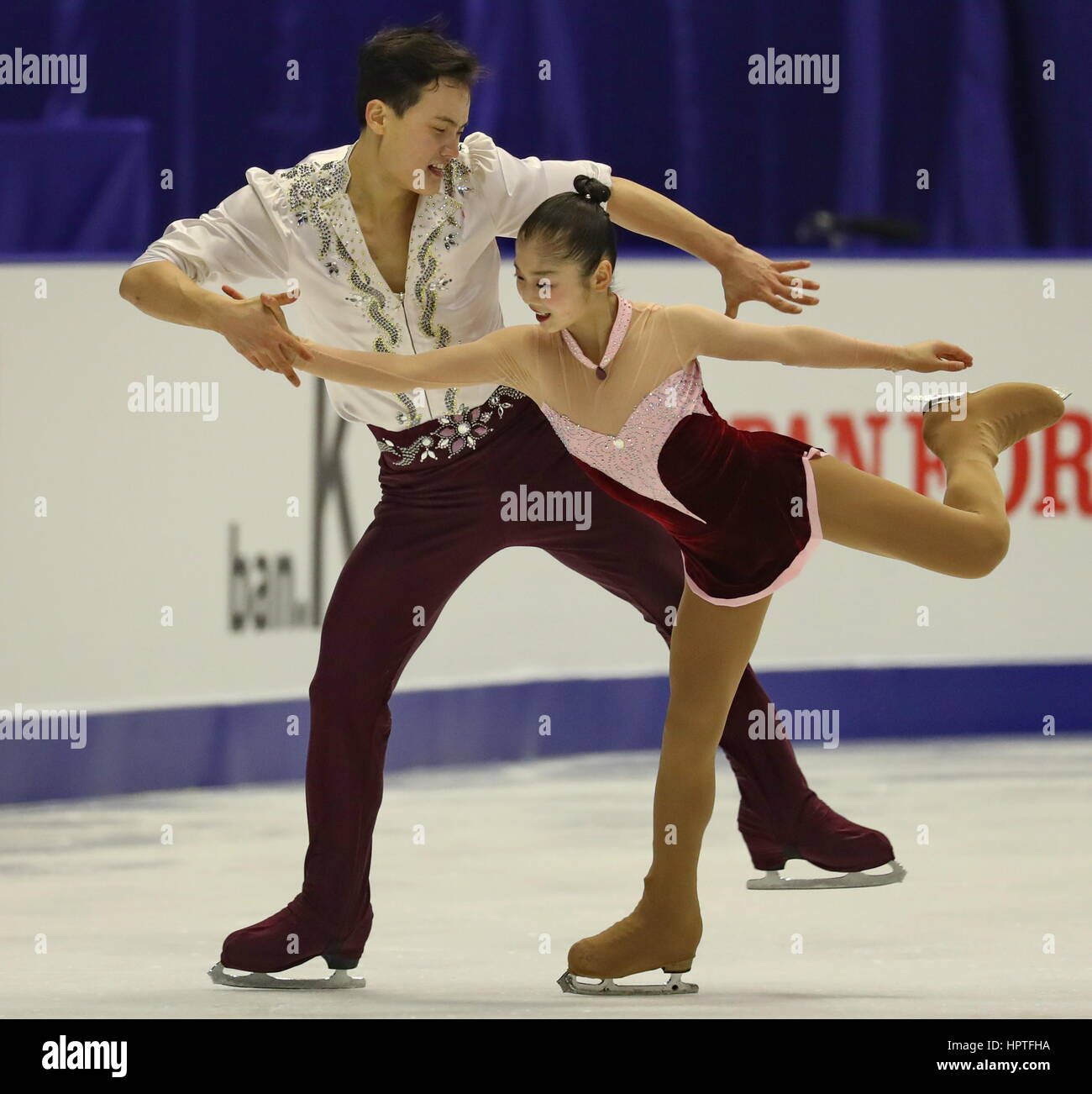 Sapporo, Japon. Feb 25, 2017. Ryom Tae ok (avant) et Kim Ju Sik de la République populaire démocratique Photo Stock