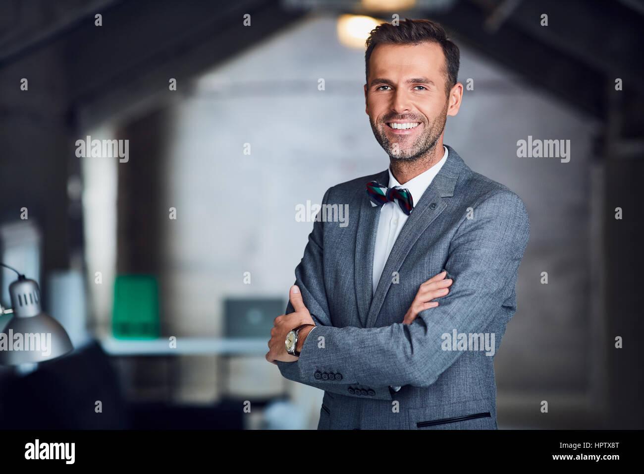 Manager avec succès, businessman standing in office Banque D'Images