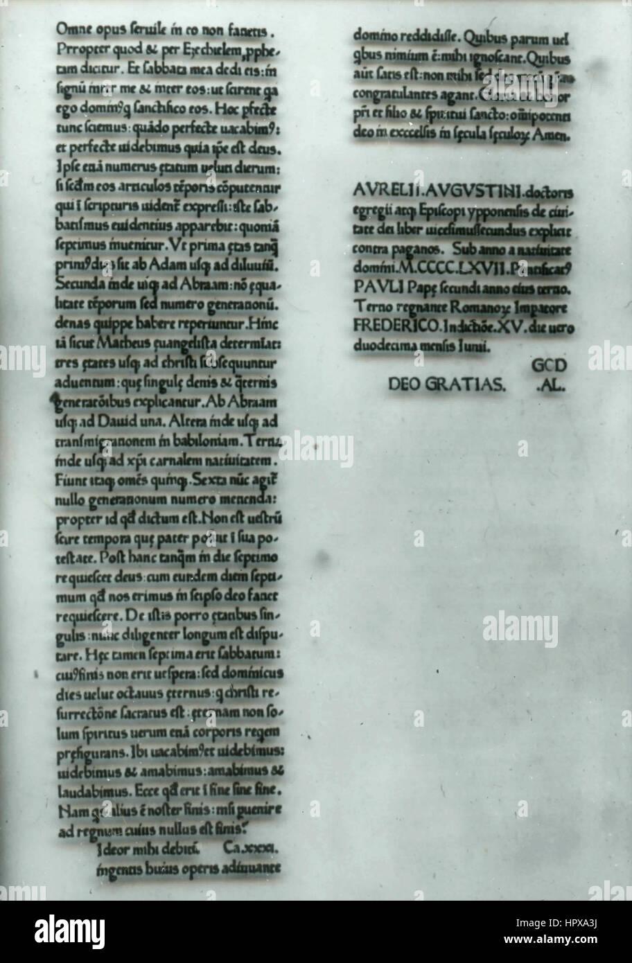 La page d'un vieux livre écrit en latin, Italie Photo Stock