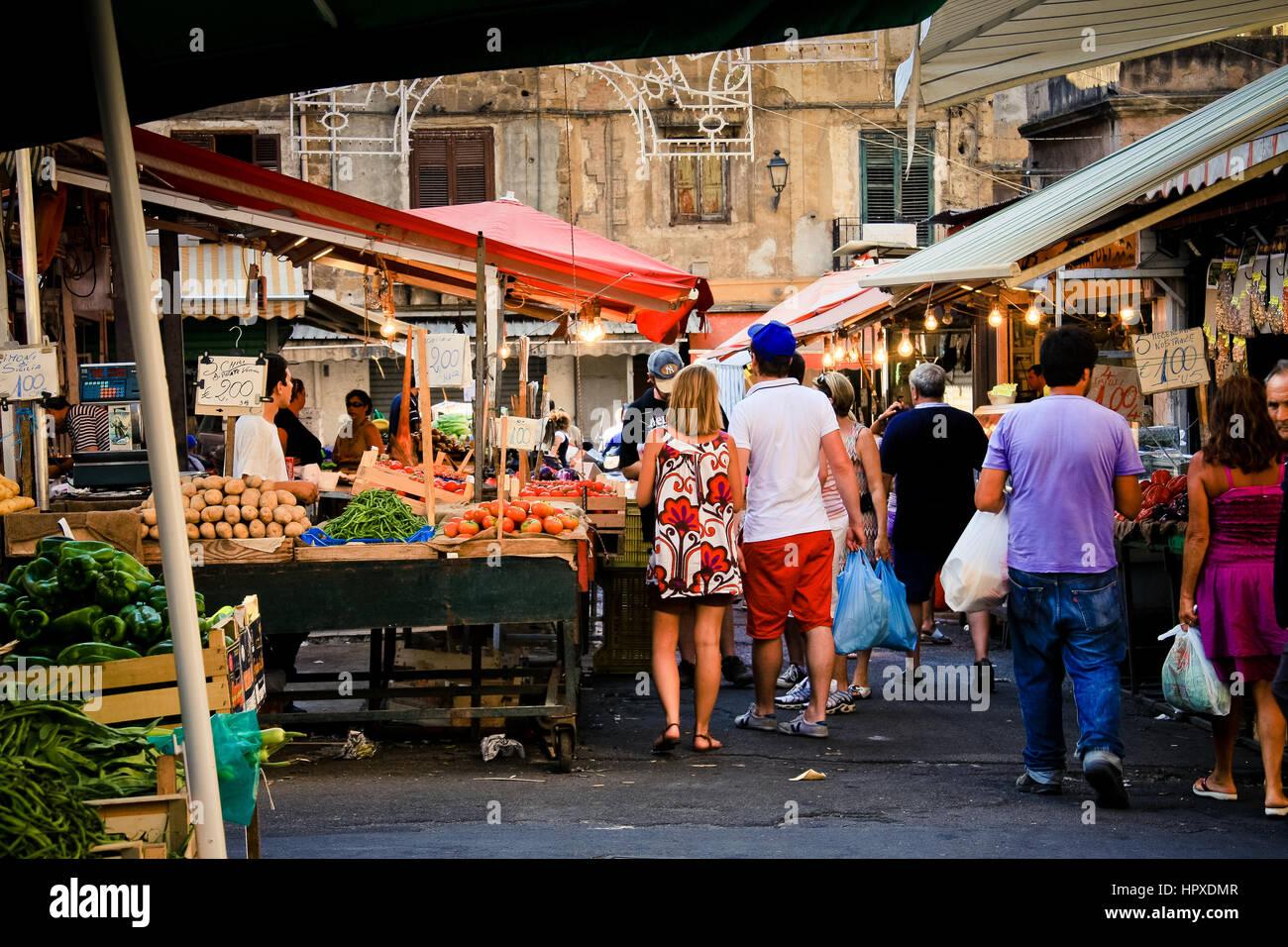L'Italie, Palerme, Ballar fruit market Photo Stock