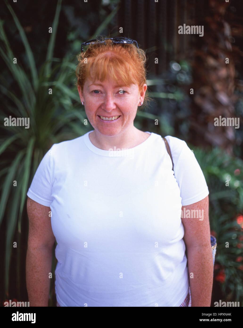 Jeune femme à tête rouge (30 ans), Surrey, Angleterre, Royaume-Uni Photo Stock