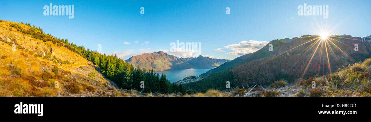 Montagnes entourant le lac Wakatipu, Ben Lomond Scenic Reserve, Queenstown, Otago Région, Southland, Nouvelle Photo Stock