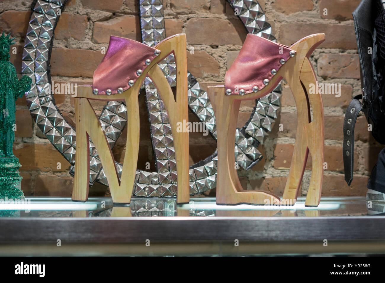 12 pouce de haut chaussures de plate-forme à l'intérieur de la corbeille et alternative de vaudeville Photo Stock
