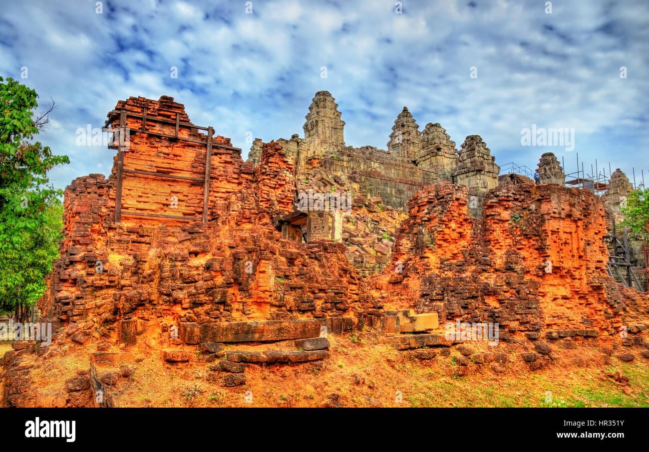 Le Phnom Bakheng, un temple hindouiste et bouddhiste au Cambodge - Angkor Wat Photo Stock