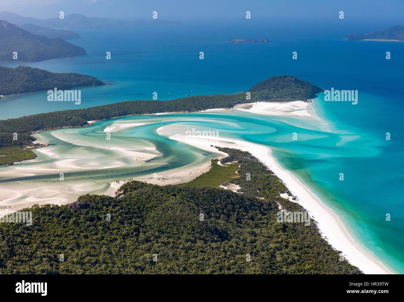 Voir l'aval pour Hill Inlet et Whitehaven Beach, l'île de Whitsunday, Queensland, Australie Banque D'Images