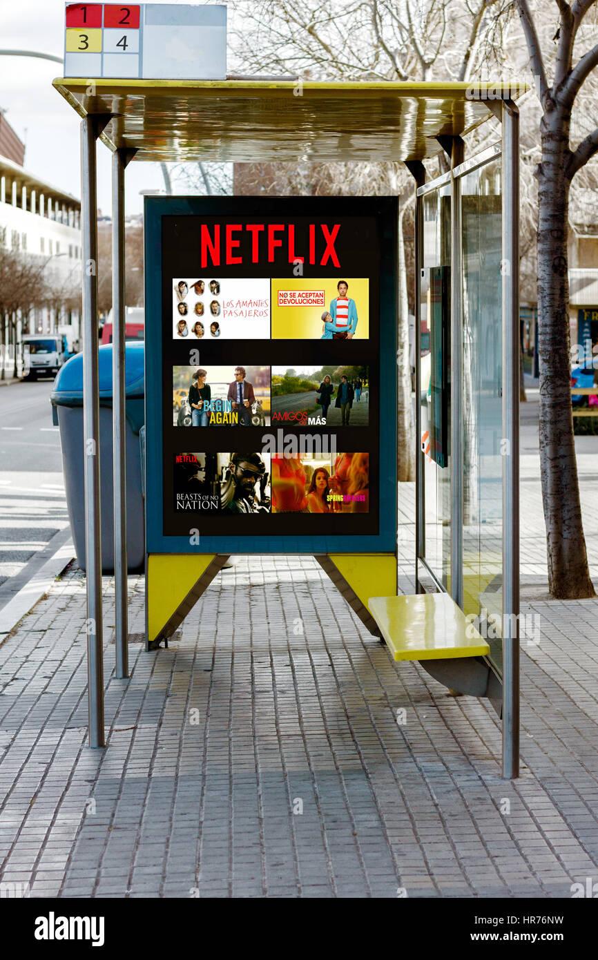 Publicité lors de Netflix sur panneaux d'arrêt de bus, Photo Stock