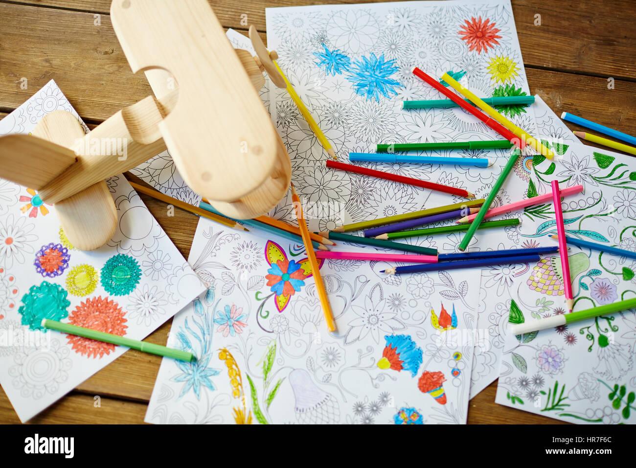 Feutre A Coloriage En Anglais.Crayons Feutres Pages De Livres A Colorier Jouet Avion