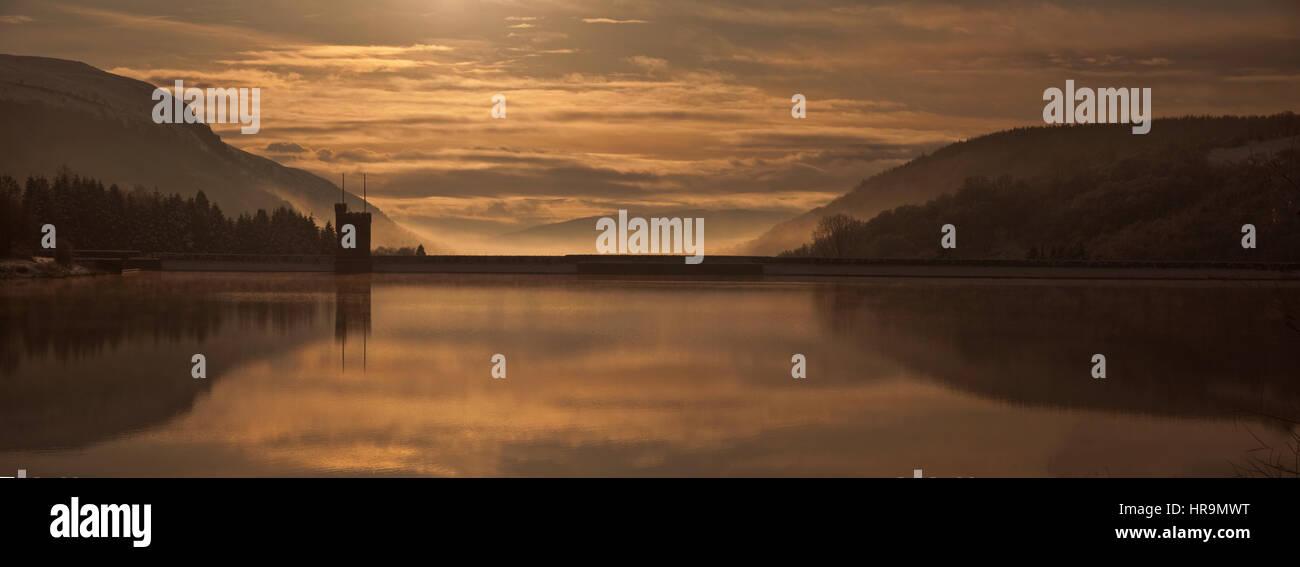 Lac Llwyn Onn ci-dessous Pen Y Fan, parc national de Brecon Beacons, Galles, Royaume-Uni Photo Stock