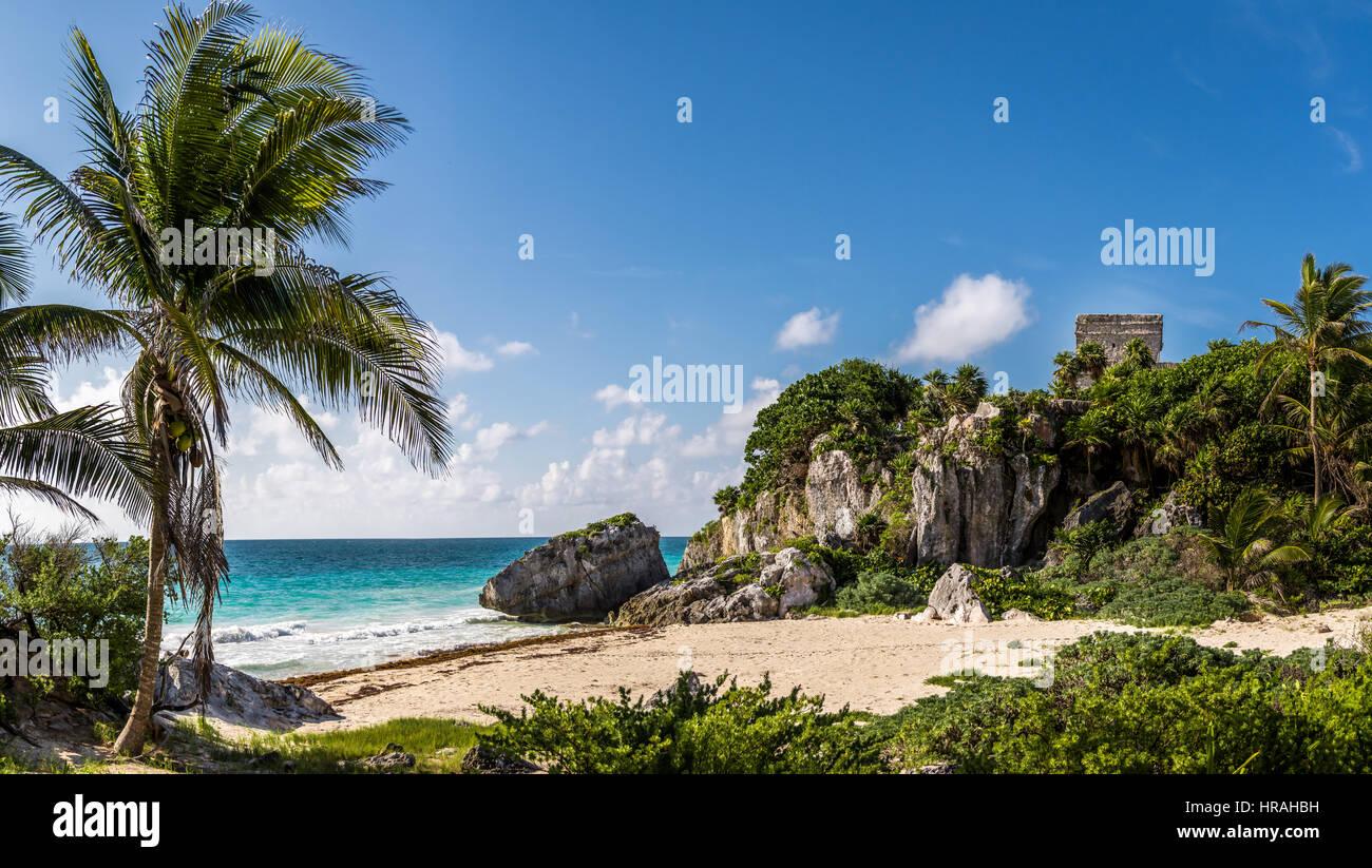 Dieu du vent au Temple et plage des Caraïbes - ruines mayas de Tulum, Mexique Photo Stock