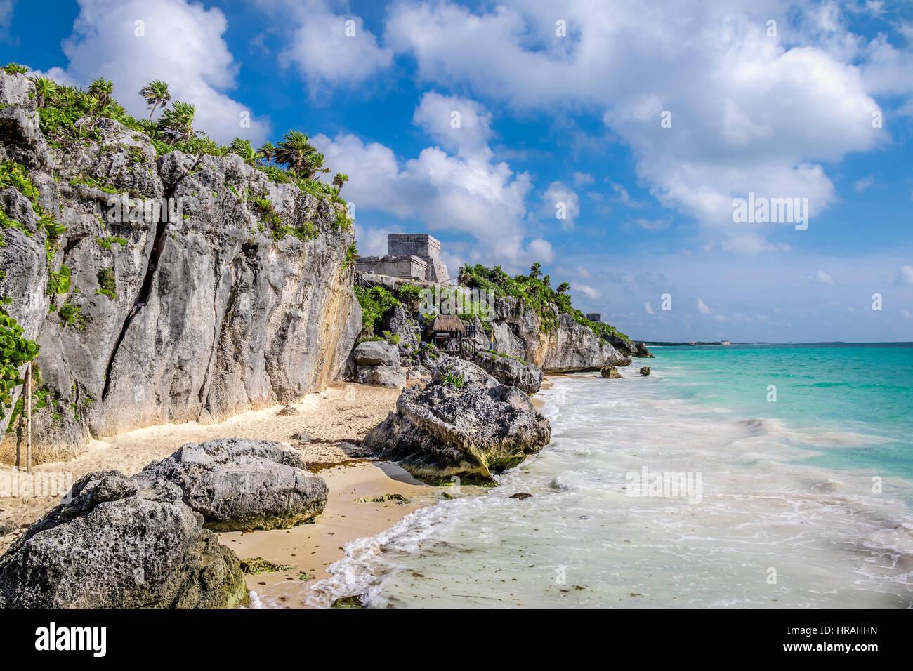El Castillo et plage des Caraïbes - ruines mayas de Tulum, Mexique Photo Stock