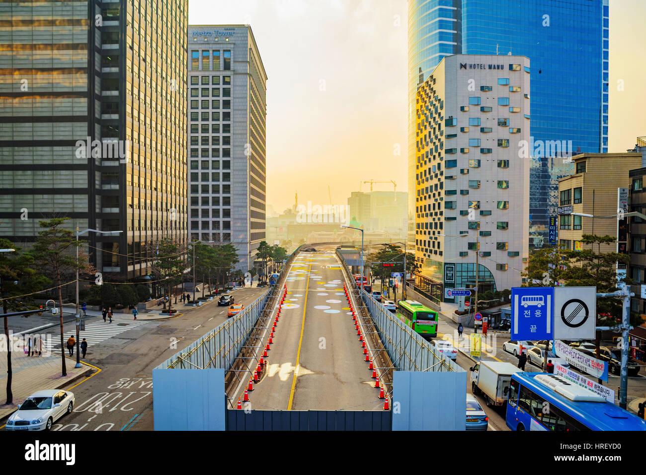 Séoul, Corée du Sud - 31 DÉCEMBRE: c'est le centre-ville de Séoul Nandaemun salon pendant le coucher du soleil Banque D'Images