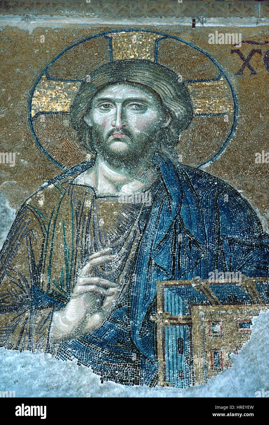 Jésus le Christ ou le Christ Pantocrator tenant une Bible Mosaïque byzantine (c1261) une partie de la mosaïque dans l'Deësis Sainte-sophie, Sancta Sophia ou église ou Basilique Sainte Sophie Istanbul Turquie Banque D'Images
