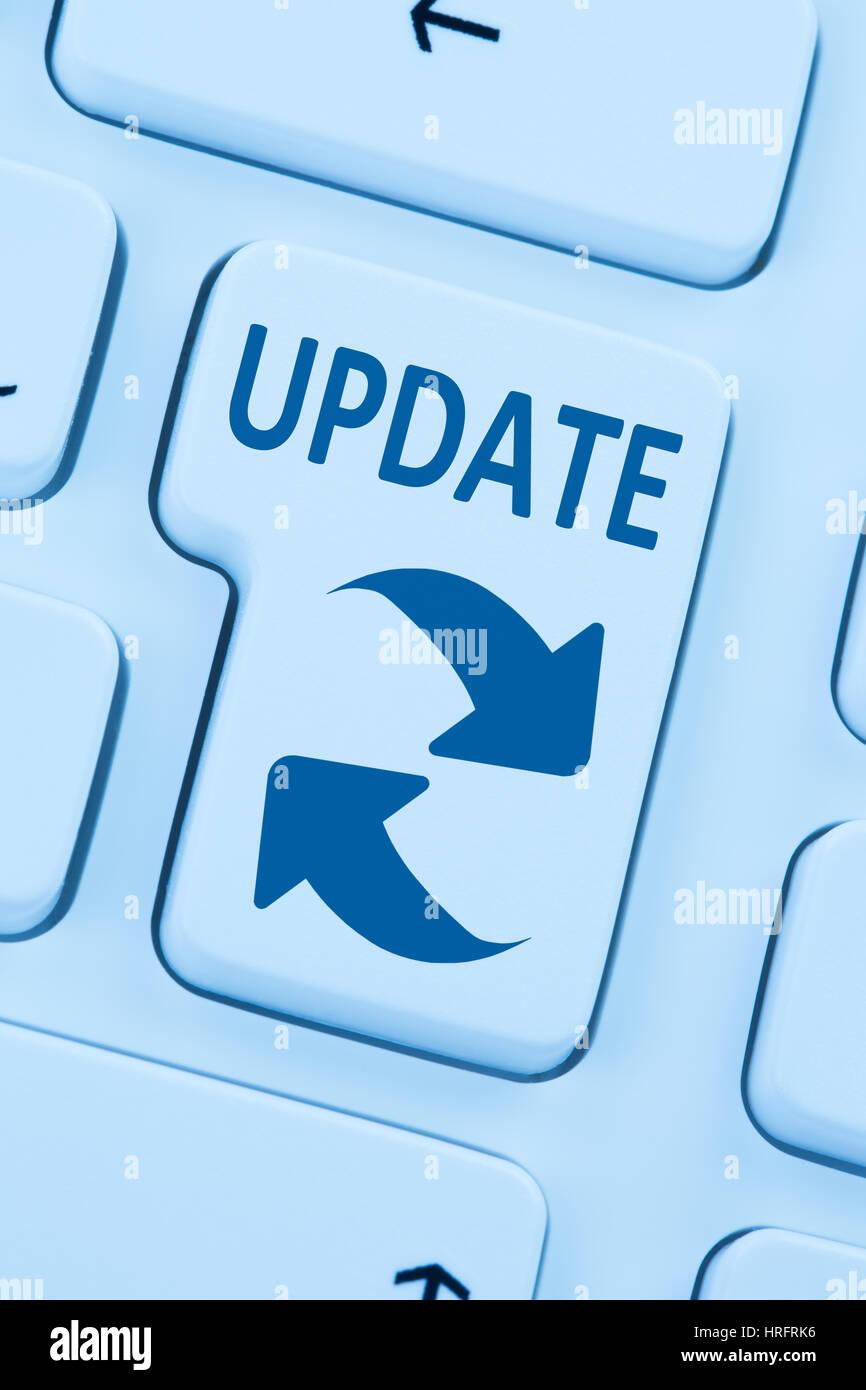 Mise à jour de logiciels de sécurité réseau en ligne bleu virus clavier web Photo Stock