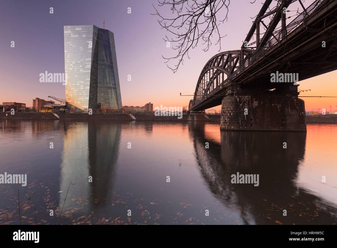 Vue sur rivière principale de Banque centrale européenne, Francfort, Hesse, Allemagne Photo Stock