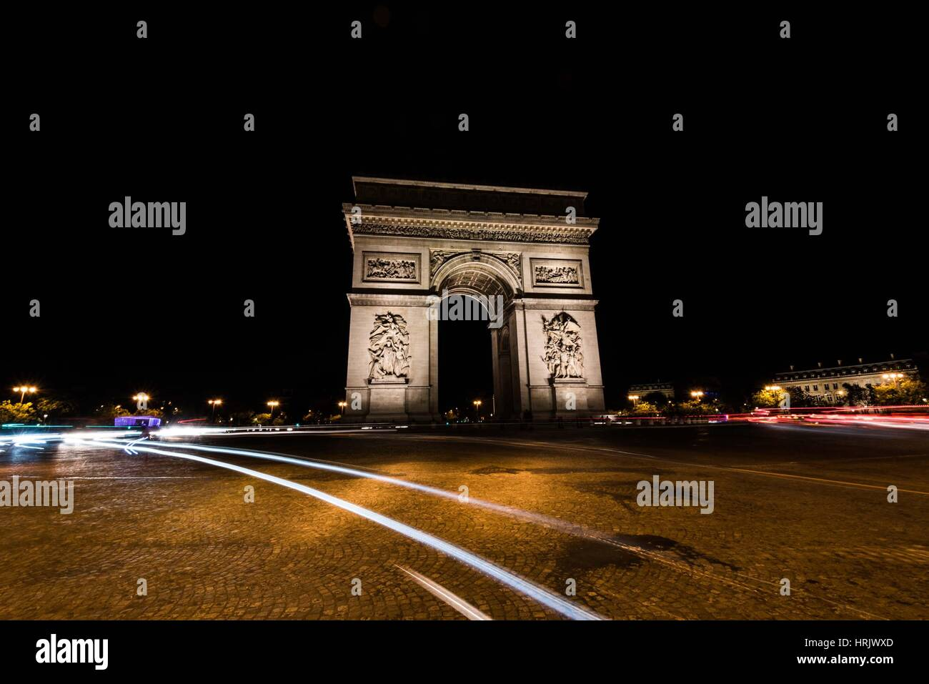 Arc de Triomphe à Paris la nuit Photo Stock