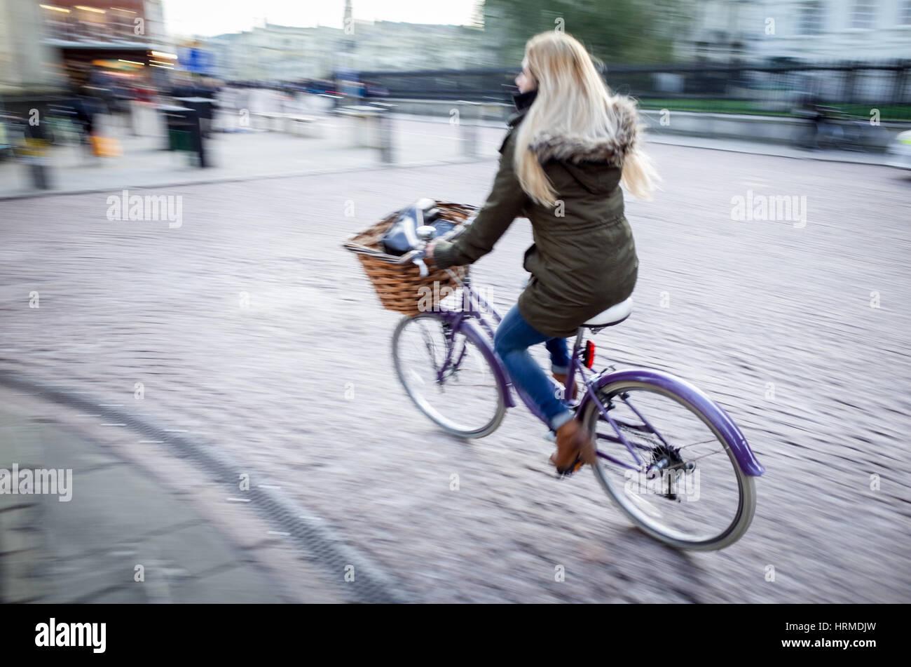 Motion Blur - banlieusards défiler le centre de Cambridge Photo Stock