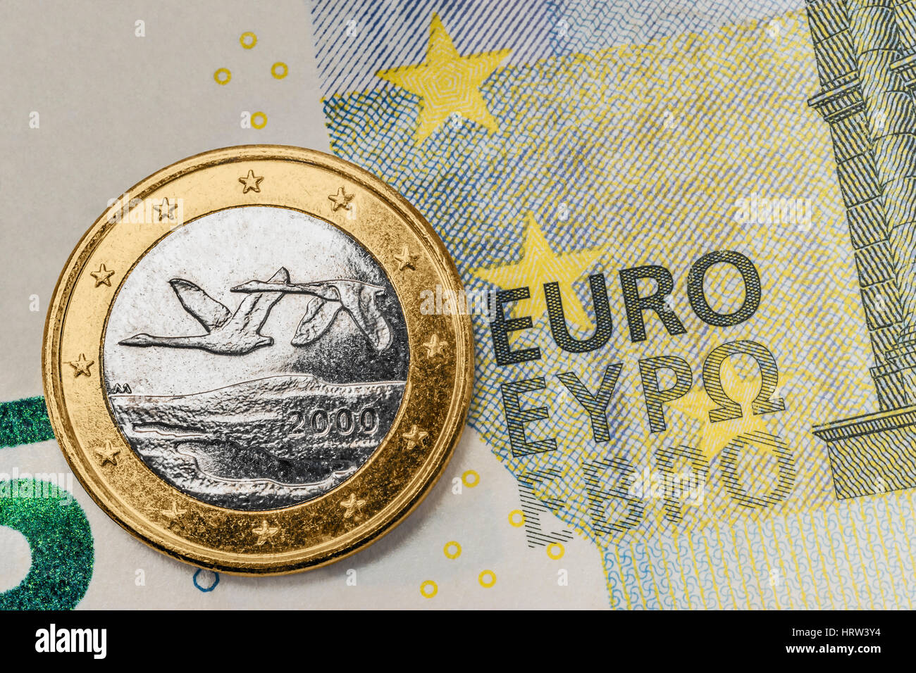 Une Pièce De 1 Euro De Finlande Sur Un Billet De 5 Euros Banque D