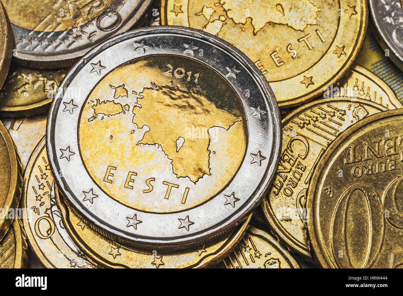 Viele Von Estland Euro Muenzen Oben Auf Liegt Eine 2 Euro Muenze