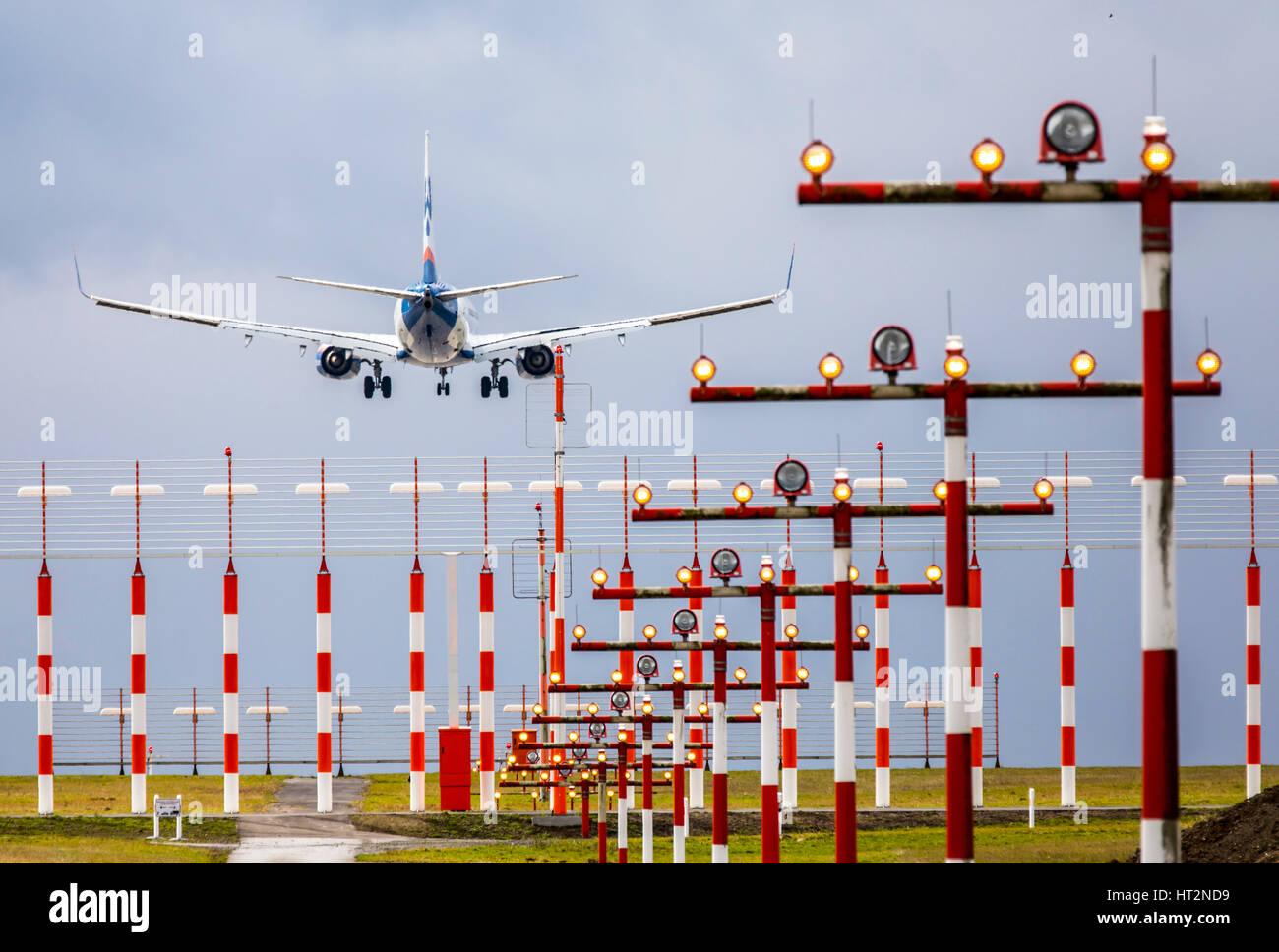 Aviation, avion à l'approche à l'atterrissage à l'Aéroport International de DŸsseldorf, Photo Stock