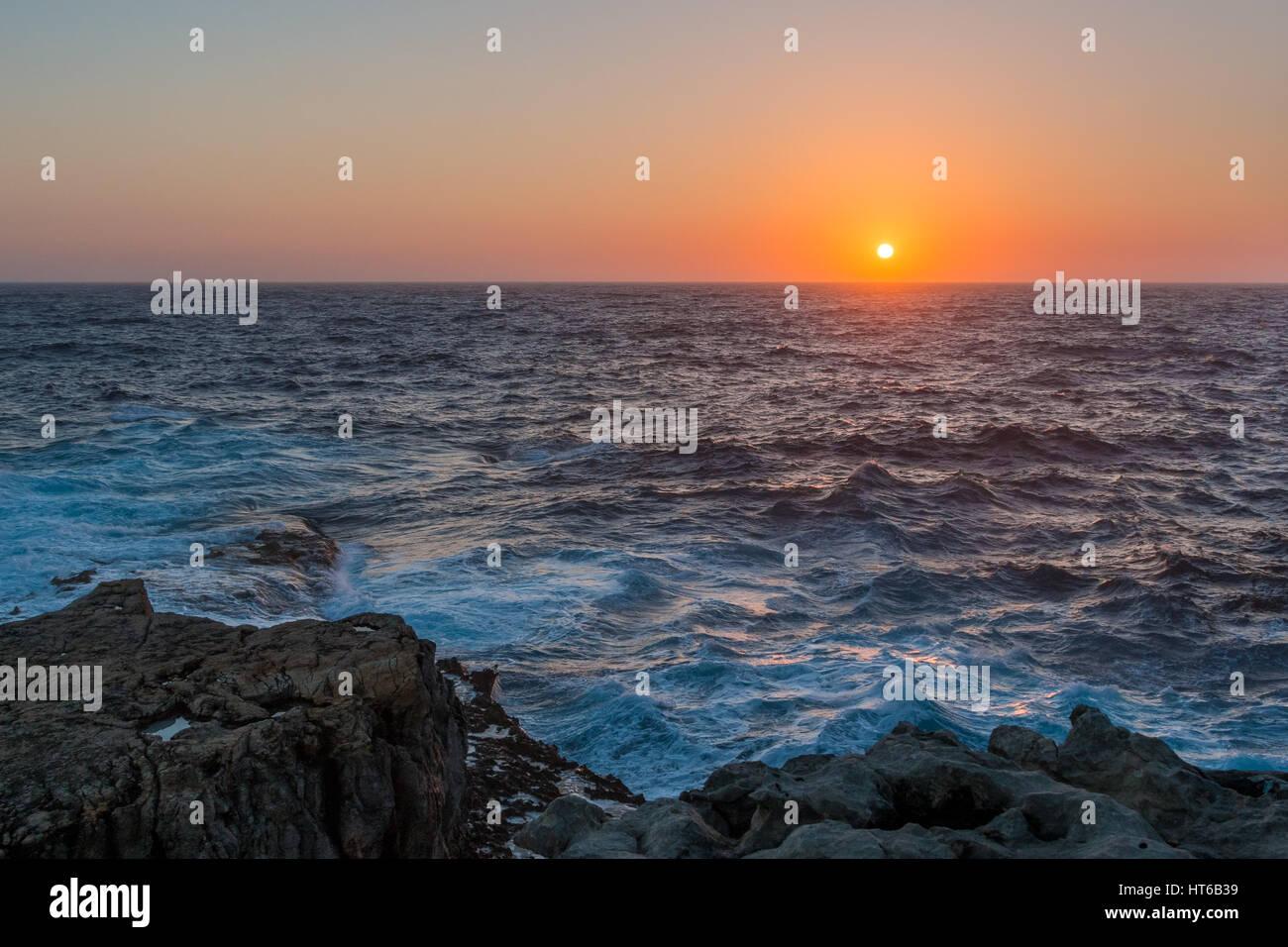 Coucher de soleil sur la Méditerranée de Gozo, Malte Photo Stock