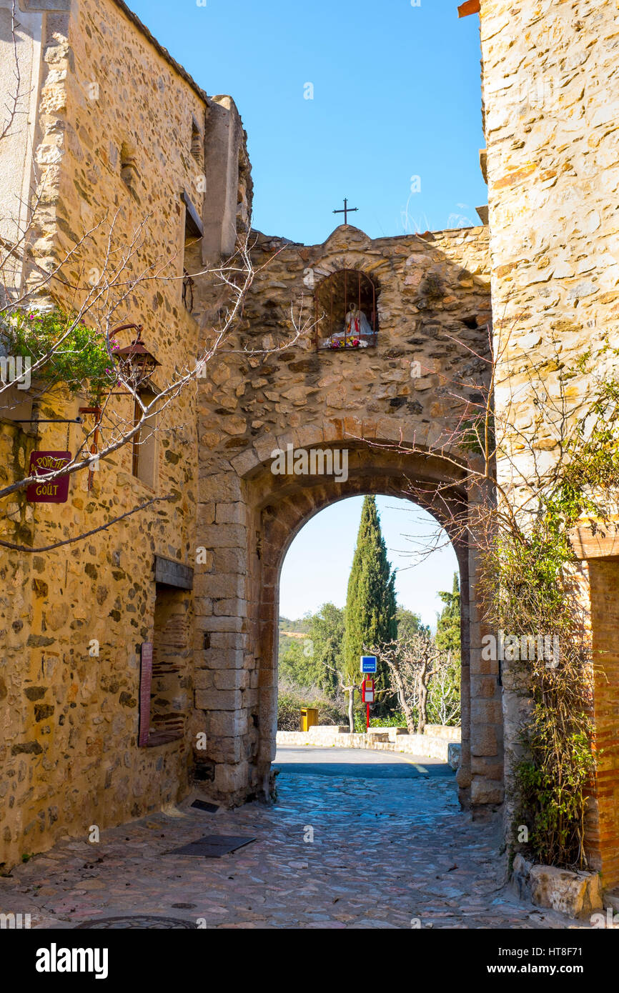 Porte d'entrée à Castelnou, Pyrenees Orientales, France Photo Stock