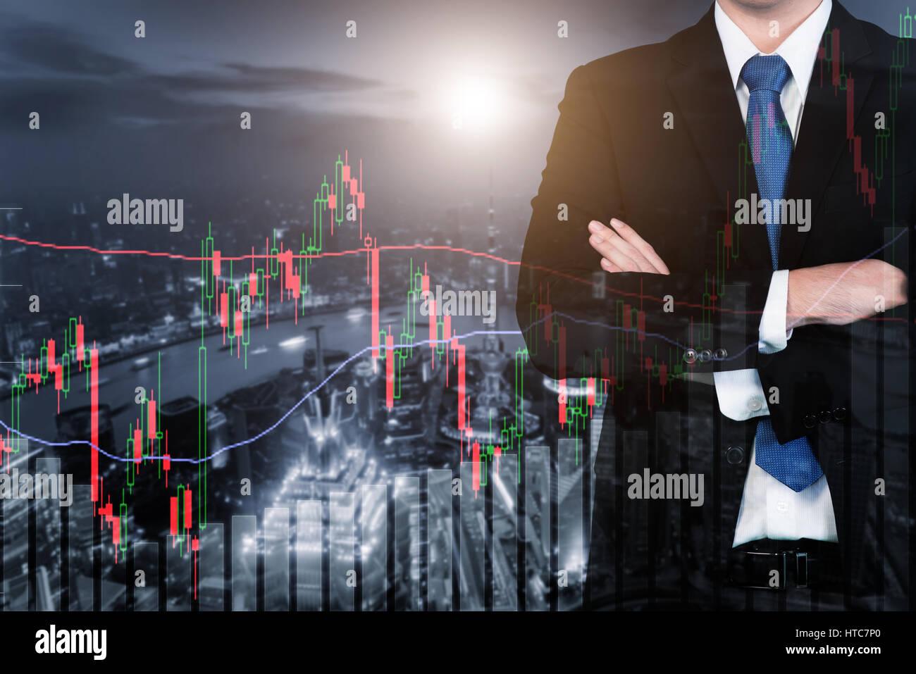 Double exposition de l'homme d'affaires et de la bourse de commerce et le bar graph sur ville la nuit. Business Photo Stock