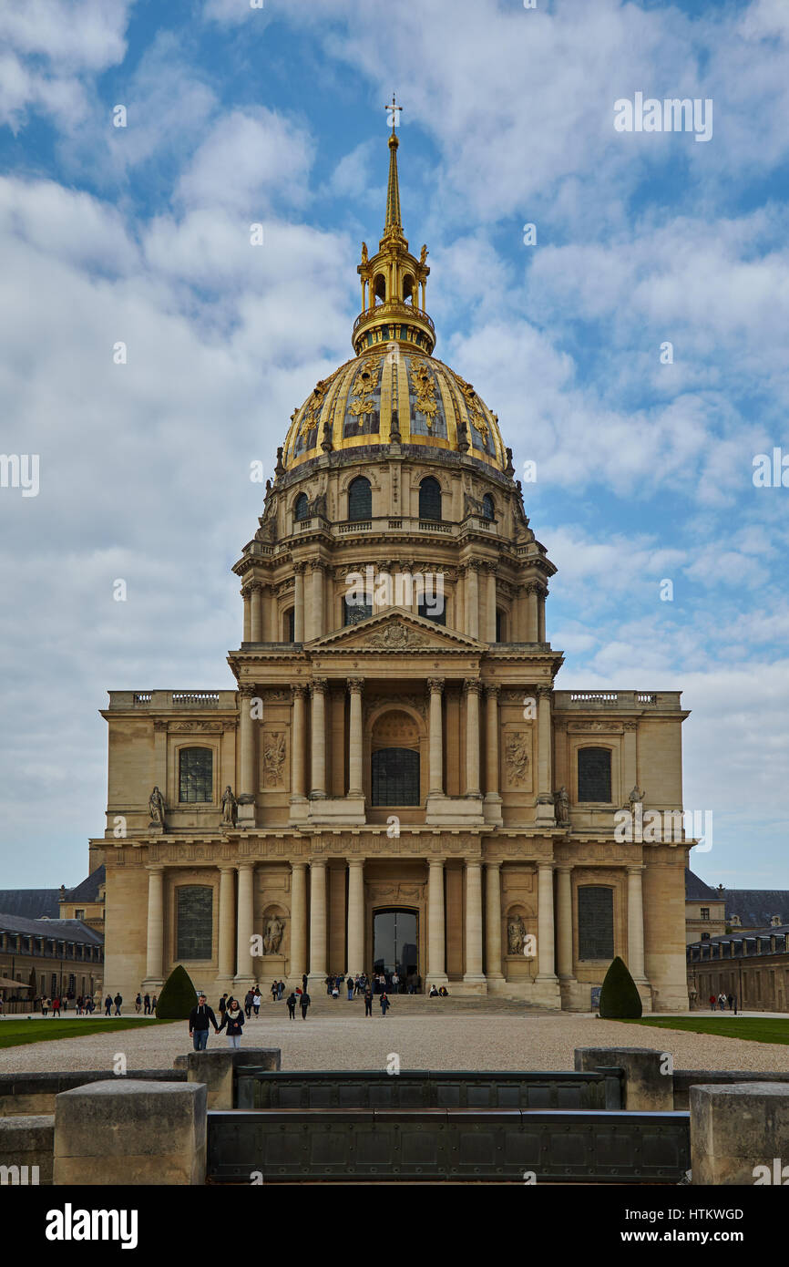 Vue sur le Dôme des Invalides de l'Hôtel National des Invalides à Paris, Ile-de-France, France Banque D'Images