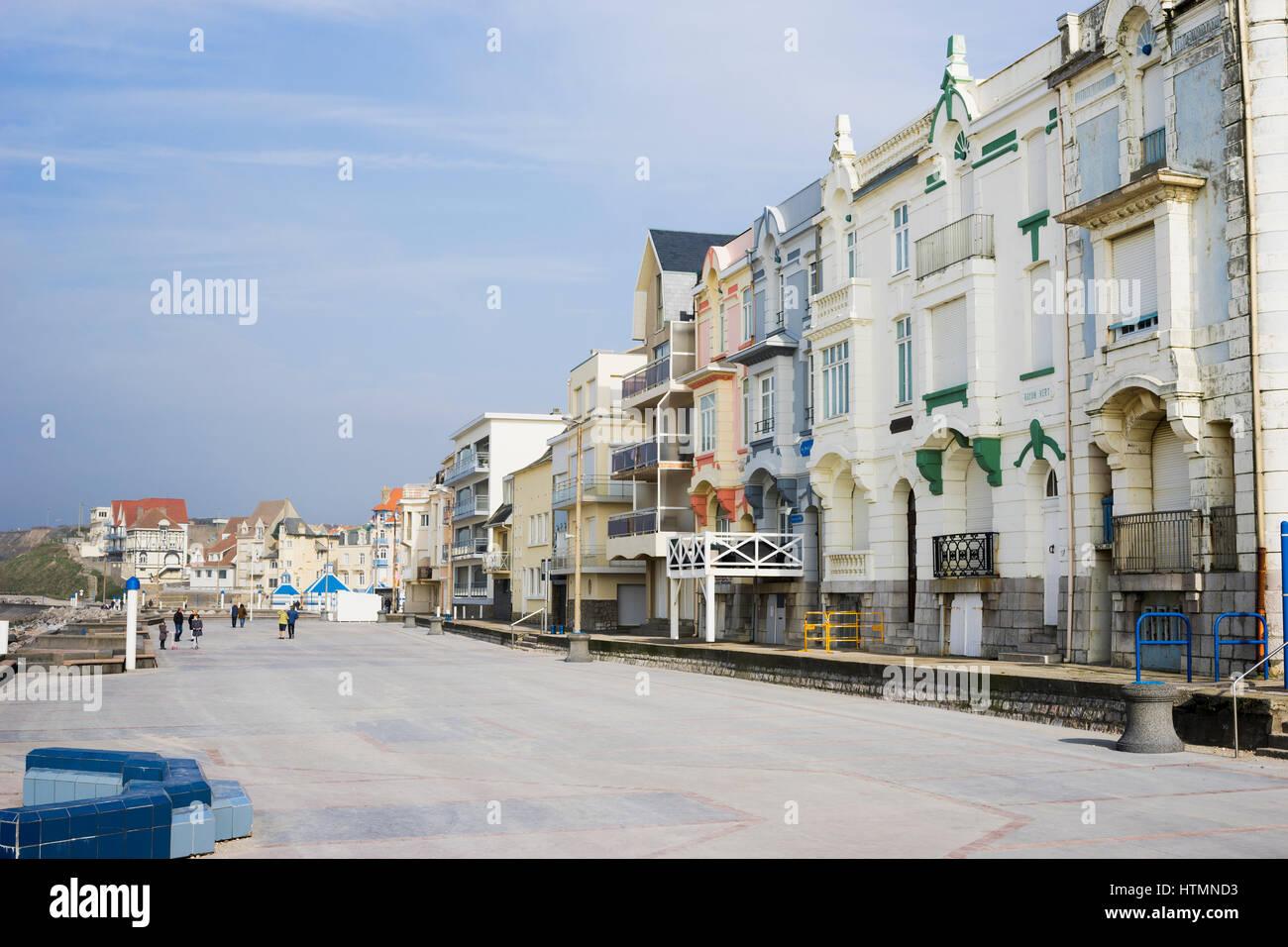Promenade du front de mer à l'architecture Belle epoque à Wimereux, Côte d'Opale, France Photo Stock