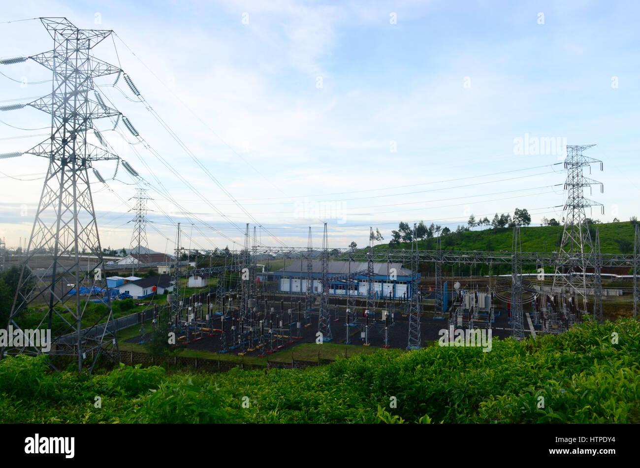 La station d'électricité avec l'Énergie géothermique Énergie proviennent d'au Photo Stock