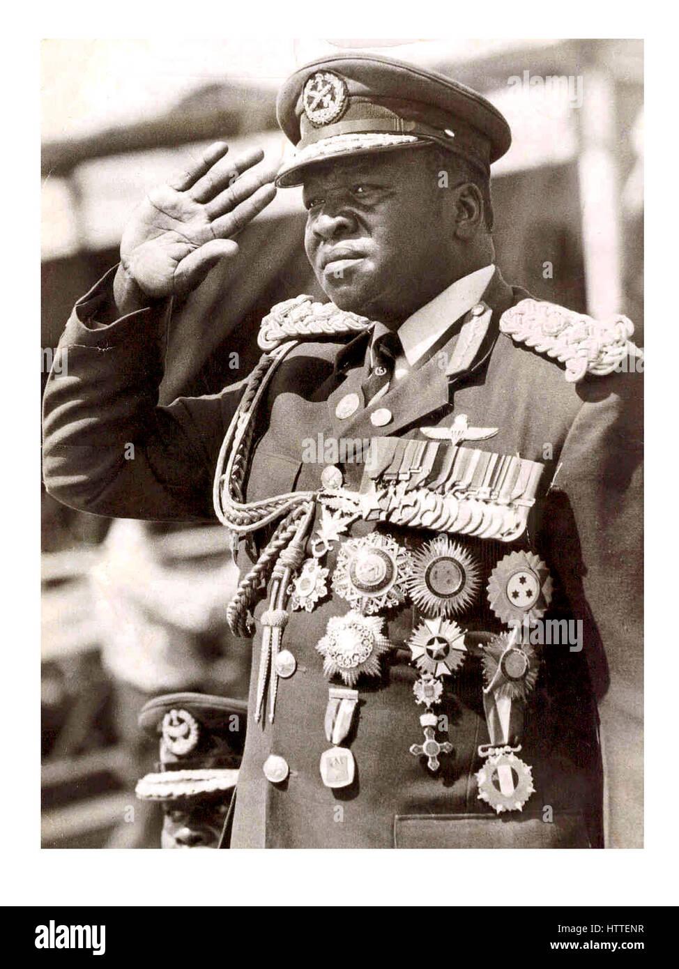 Idi Amin Dada en Ouganda 1971-1979 Président de porter l'auto reçoit des médailles pour bravoure Photo Stock