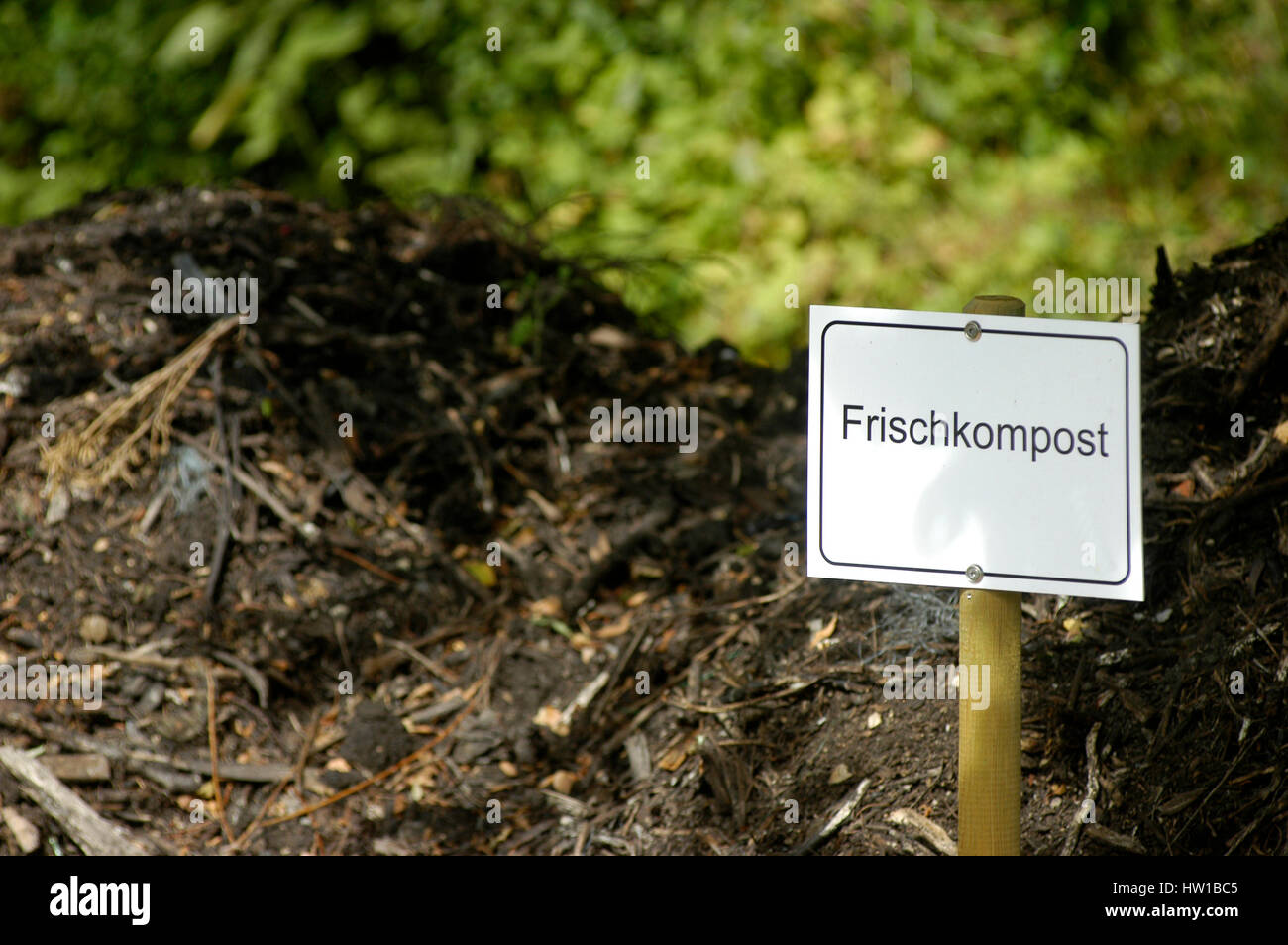 kompost haufen photos & kompost haufen images - alamy