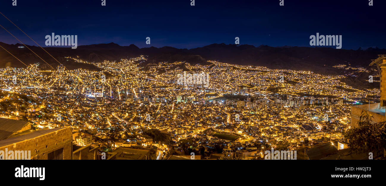Vue panoramique de La Paz dans la nuit - La Paz, Bolivie Photo Stock
