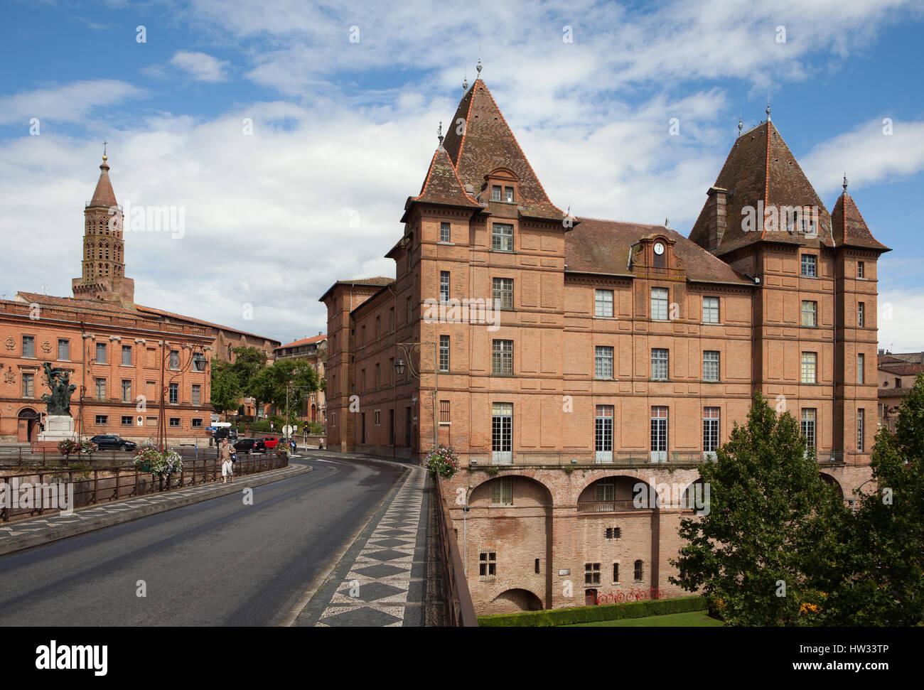 Musée Ingres à Montauban, Tarn-et-Garonne, France, sur la photo, le Pont Vieux (Vieux Pont) sur ...