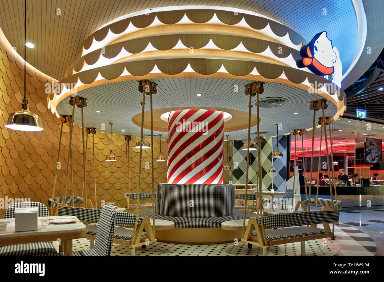 Rond originale et imaginative, comme carrousel, coin repas dans un restaurant en Thaïlande. Photo Stock