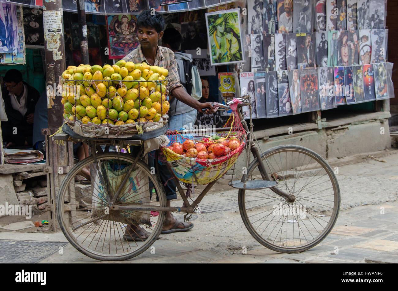 Le vendeur de fruits, Katmandou, Népal Photo Stock