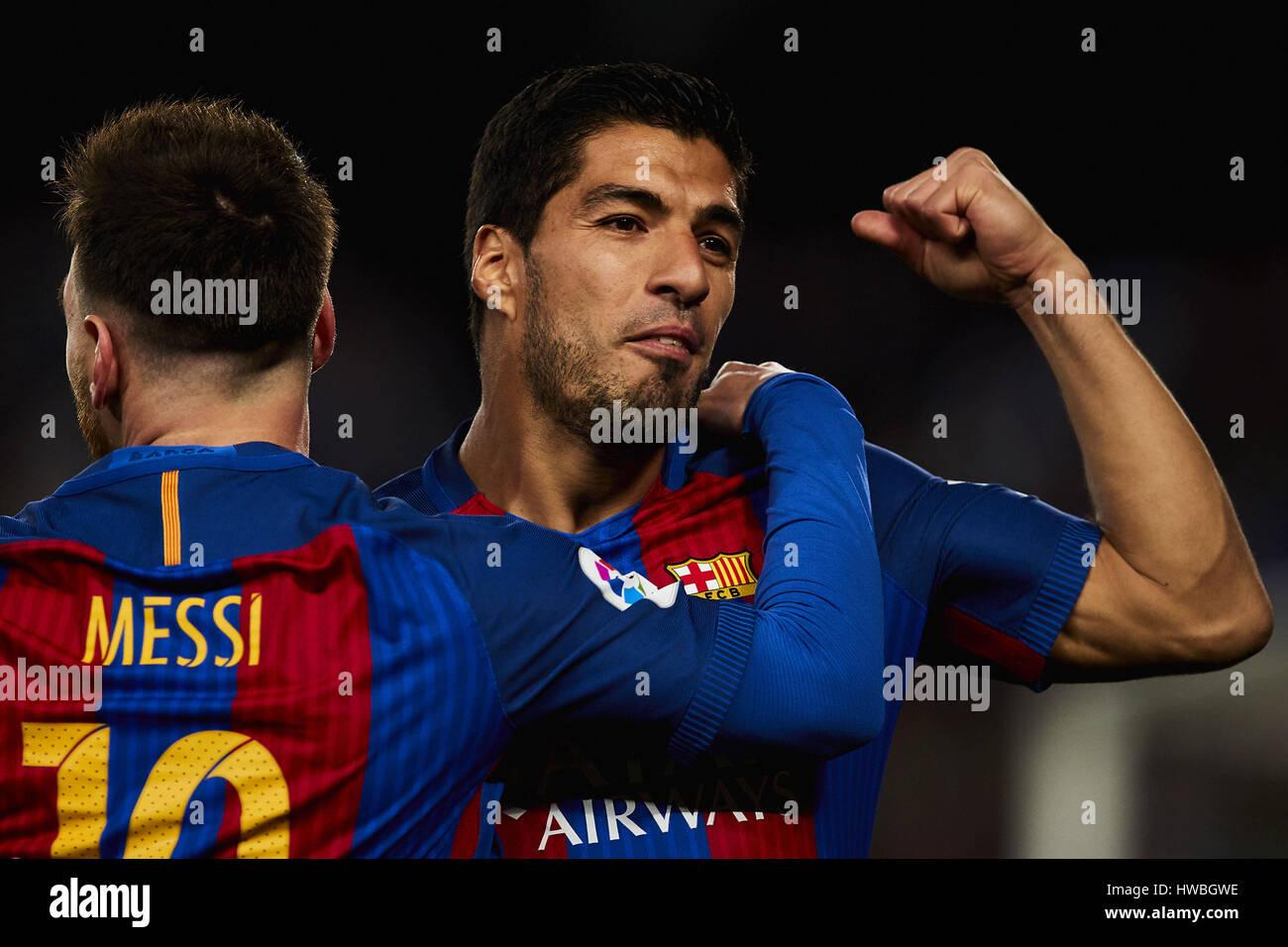 Barcelone, Espagne. Mar 19, 2017. Lionel Messi (FC Barcelone) célèbre avec son coéquipier Luis Suarez Photo Stock