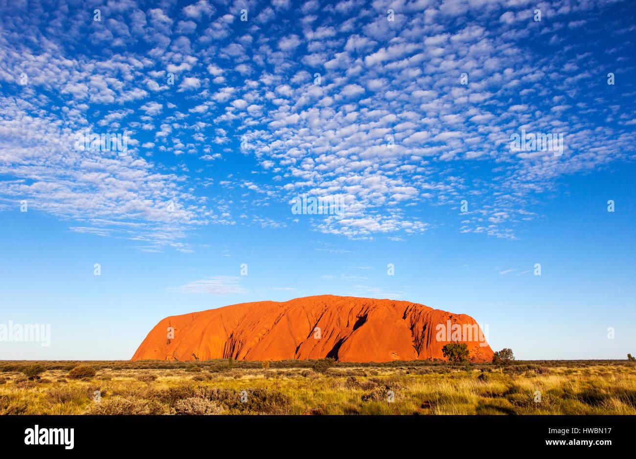 Ayers Rock ou Uluru, le Parc National d'Uluru-Kata Tjuta, Territoire du Nord, Australie Photo Stock