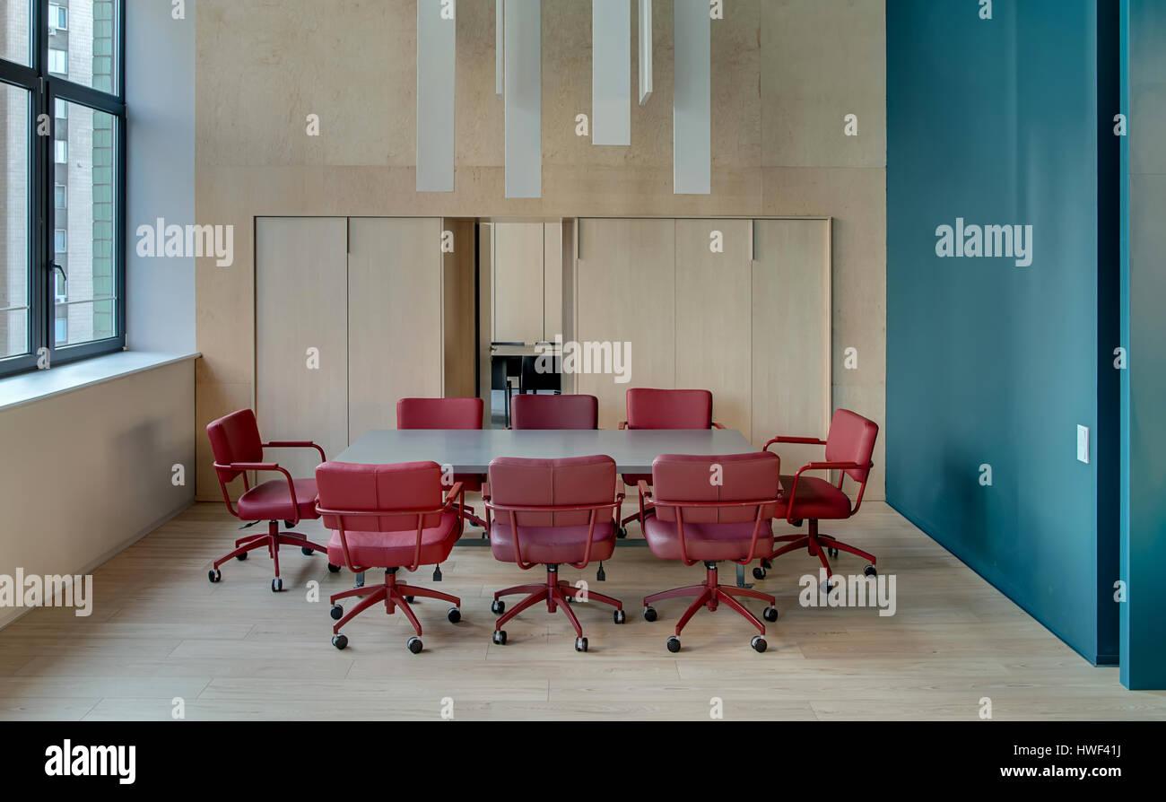 Zone de réunion dans les bureaux modernes avec des murs et un